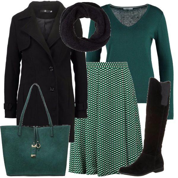 Verde bottiglia e nero per questo outfit comodo e molto vestibile. La gonna a campana infatti lo rende molto adatto a chi ha una forma del corpo a diamante o clessidra. Le stampe geometriche danno vivacità all'insieme, spezzando l'alternanza delle tinte unite di maglioncino con scollatura a V e borsa, verde bottiglia e cappotto corto, morbido scaldacollo e stivali flat, neri.