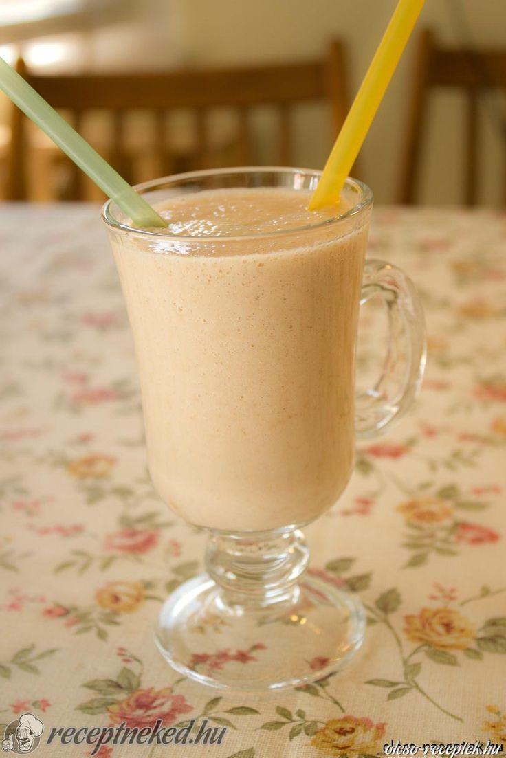 Hozzávalók: 2 banán pár kocka csoki egy pohár banános joghurt annyi tej, hogy ellepje Elkészítése: A banánt felkarikázzuk és beleöntjük a turmixgépbe a tej
