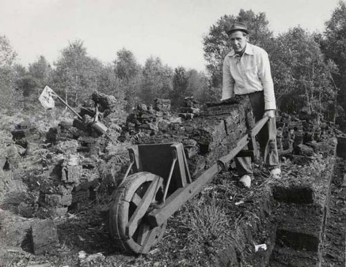 Hoe zag het landschap er uit? Zuidoost-Brabant is in de 19e eeuw een lappendeken van landschapjes. Buiten de bewoningskernen is het een afwisseling van weilanden, akkers, bossen, bosjes, heide en Peel; doorsneden door beken, kanalen, wegen en paden. Klik op de afbeelding voor het hele verhaal!