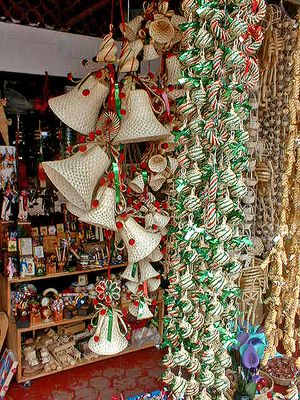 images of mexican christmas decor | Tzintzuntzan_christmas_ornaments_2