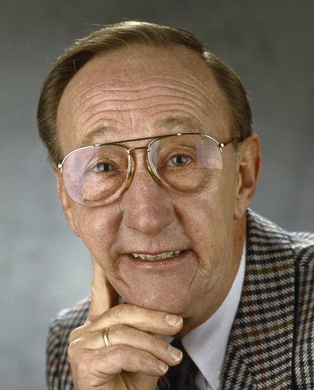 Herman Kortekaas 24-07-1930 Nederlands acteur, komiek en clown, die vooral bekendheid verwierf met zijn rol als Kokki in de televisiekinderserie Peppi en Kokki. Vanaf de jaren 70 vormde Kortekaas met Van Essen het tv-duo Peppi en Kokki. Later speelde Kortekaas onder meer de rol van Jopie in Zeg 'ns Aaa en die van Lowietje in het tweede en derde seizoen Baantjer.