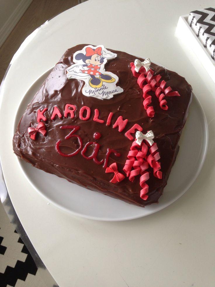 Sjokoladekake med melkesjokolade krem og kindersjokolade