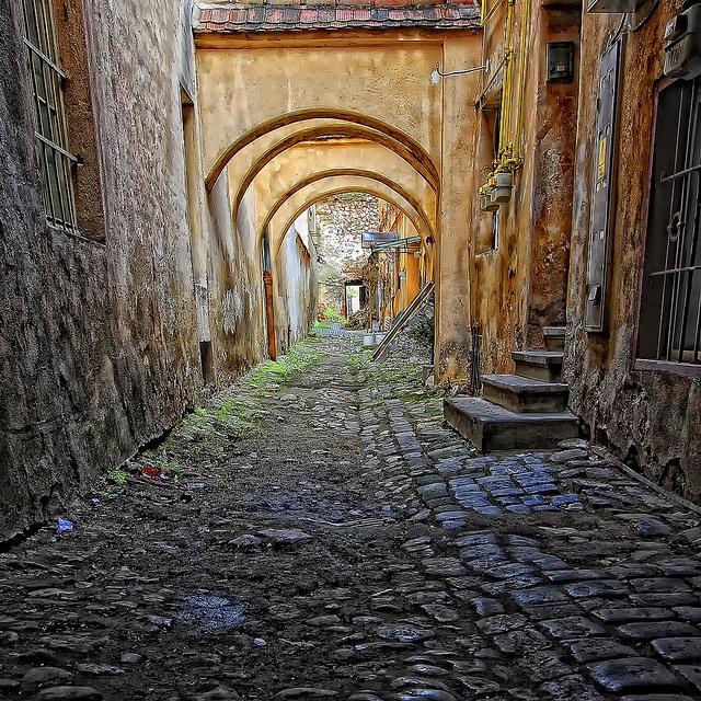 Passage by 23gxg, via Flickr Brazov, Romania