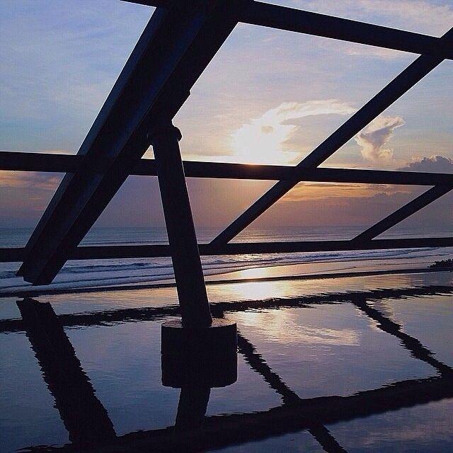 Heres another dishy #awesomeplaceinbali. This appealing shots taken by #baliislandphotog @antonnyyy taken at SOS Supper Club Seminyak   ------------------------------------ #bali #baliisland #explorebali #jelajahbali #awesomeplace #awesomeplaces