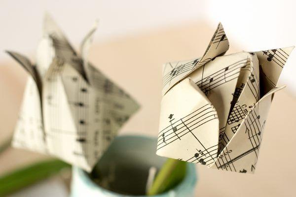 Origami tulipán. Újságpapírból, magazin- vagy kottalapból is elkészíthető