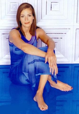 Julia Roberts looks good in her forties