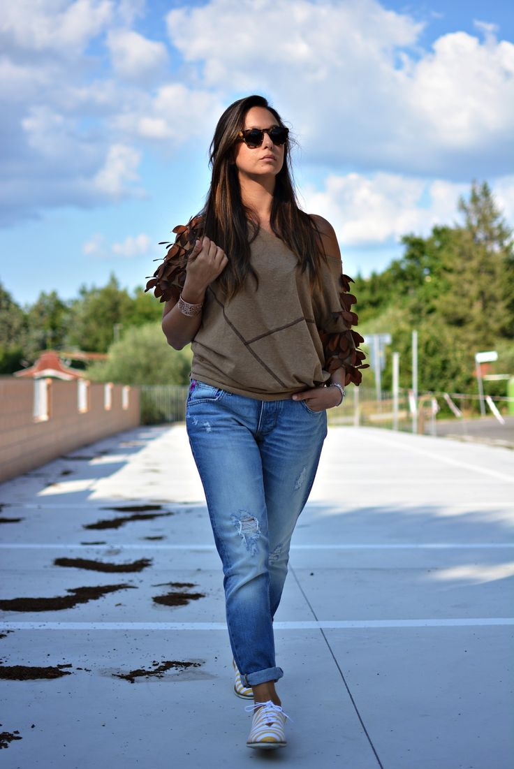 Shop this look for $89:  http://lookastic.com/women/looks/boyfriend-jeans-and-oxford-shoes-and-shortsleeve-shirt-and-bracelet-and-sunglasses/3351  — Blue Ripped Boyfriend Jeans  — Yellow Leather Oxford Shoes  — Brown Shortsleeve Shirt  — Gold Statement Bracelet  — Dark Brown Sunglasses