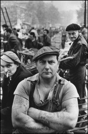 Paris-Les Halles, the central market, 1952. (c) Henri Cartier-Bresson -Magnum Photos.