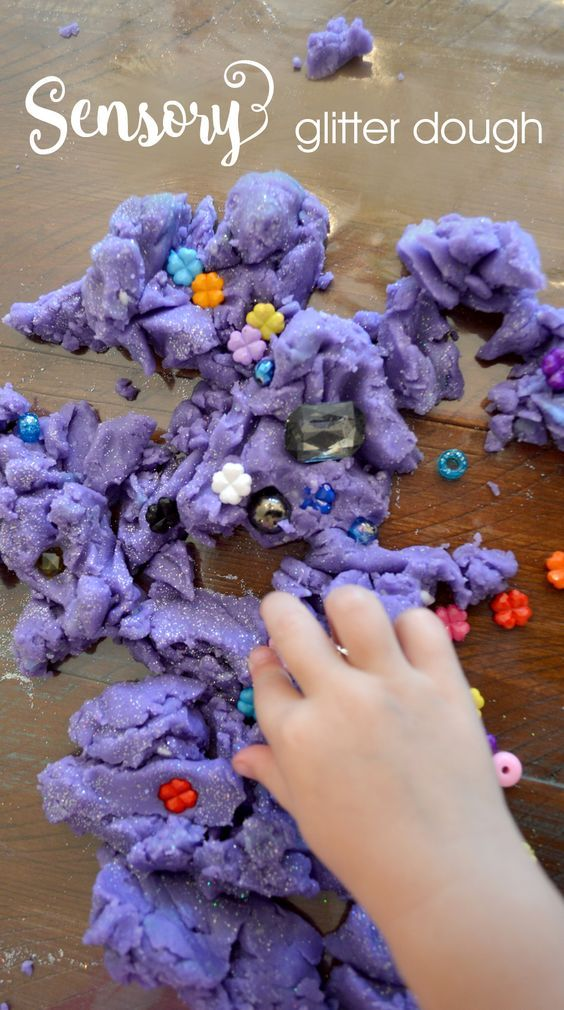 Glittery sensory play dough you can make in any color for kids and preschoolers - Mommy Scene