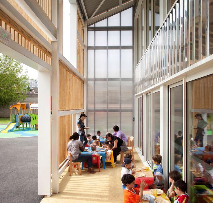 SOA: les coccinelles nursery school, paris. Indoor-outdoor mediation