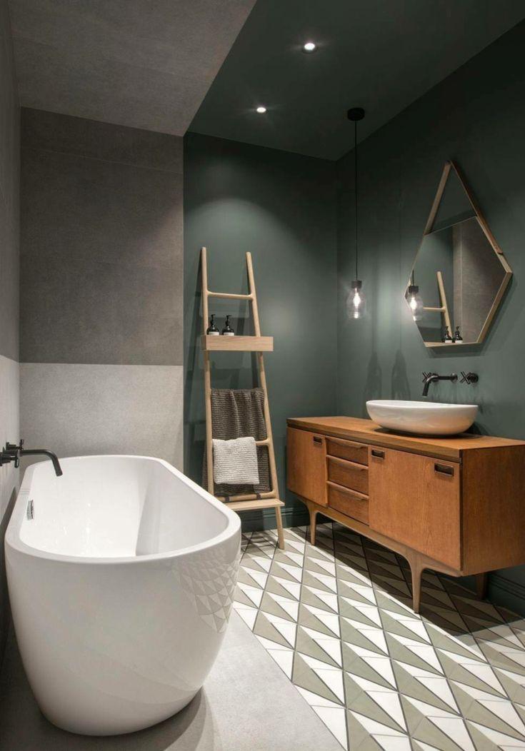 Dunkle wandfarbe badezimmer freistehende badewanne leiter interiordesign b der als - Badezimmer leiter ...