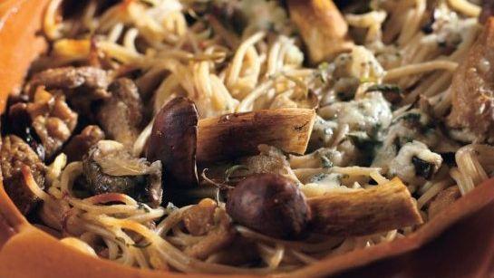Zapekané špagety s hubami a so syrom - Recept pre každého kuchára, množstvo receptov pre pečenie a varenie. Recepty pre chutný život. Slovenské jedlá a medzinárodná kuchyňa