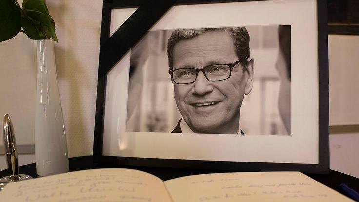 Gido Westerwelle war deutscher Politiker (FDP) Außenminister 1961 - 2016 R.I.P