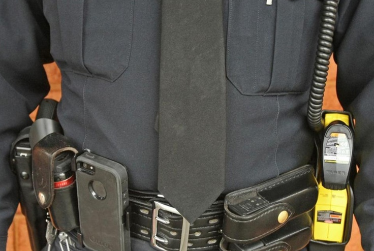 what do police officers wear on their duty belts