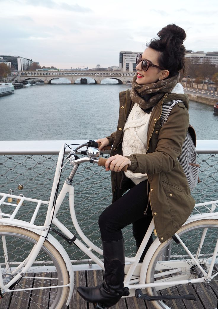 http://www.helloitsvalentine.fr/1224889/7-things-53/ - On my TulipBikes in Paris
