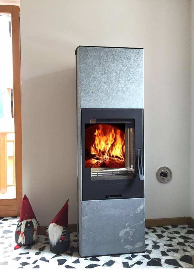 CONTURA 35T - Linea audace, calore immediato, fuoco sempre visibile e accumulo di calore in opzione. Installazione eseguita da INIZIATIVE AM