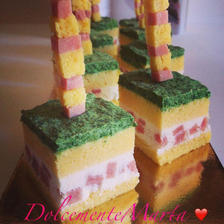 """""""Due colori"""" per il buffet del mio compleanno (mignon salato tratto da """"Piccola pasticceria salata"""" di Luca Montersino)"""