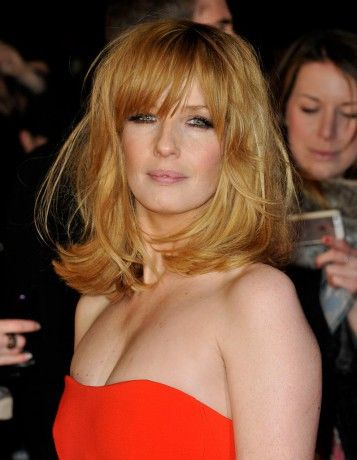 Kelly Reilly de boyish a glamour on veut ses cheveux roux