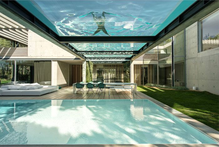 Rooftop Swimming Pool Experience In A Luxurious Modern House Maison Design Maison Moderne Piscine Sur Le Toit