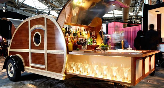 A custom woody trailer that 39 s a mobile bar that 39 ll do for Food truck bar