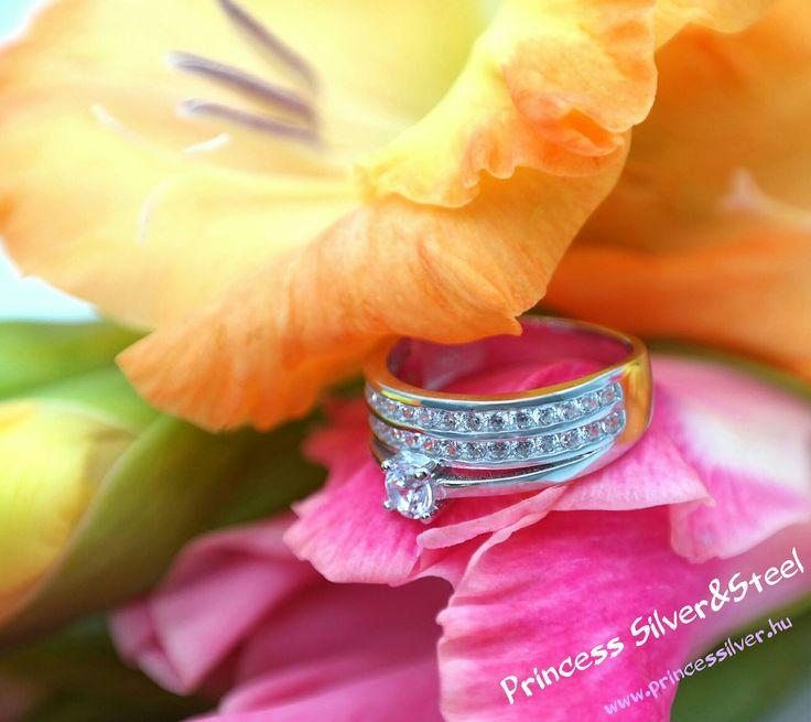 Ezüst gyűrű, cirkónia kristályokkal. Részletek: www.princessilver.hu