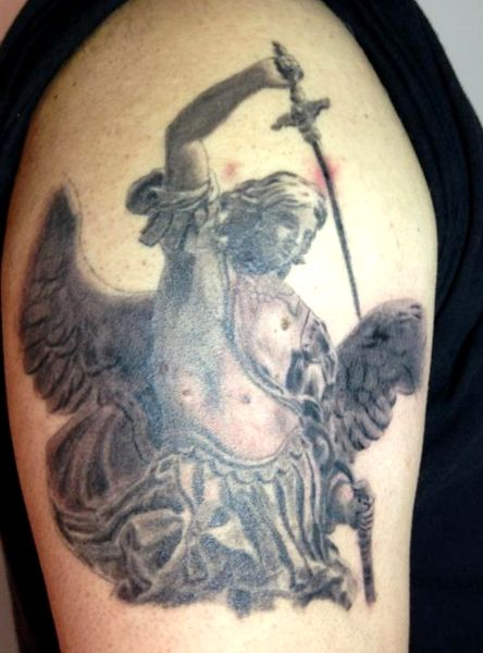 tatuaggio San Michele Arc.  (da: http://www.pieroparisi.it/)