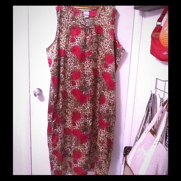 Cheetah print & roses night gown dress duster Cheetah print & roses night gown dress duster. Size 3x. Night gown duster house pajama dress. 100% polyester. So cute. In excellent condition. Soft silky feel. Mid length dress. Thanks Blair Intimates & Sleepwear