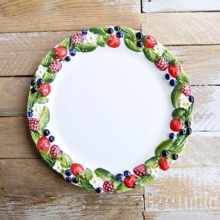 Тарелка с ягодами