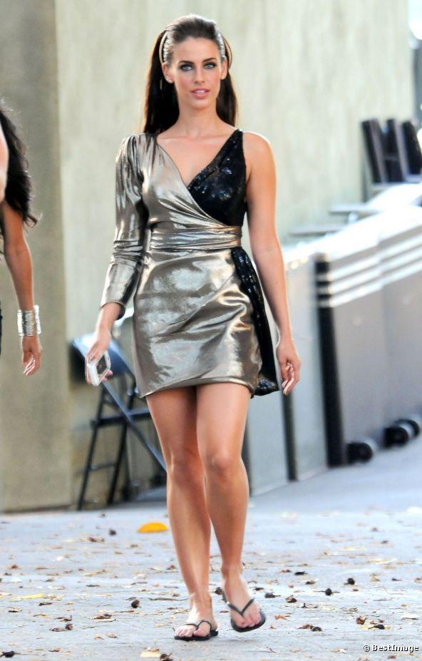 """Jessica Lowndes, l'actrice qui tient le rôle d'Adrianna, sur le tournage de la saison 5 de la série """"90210 : Beverly Hills Nouvelle Génération"""", à Los Angeles."""