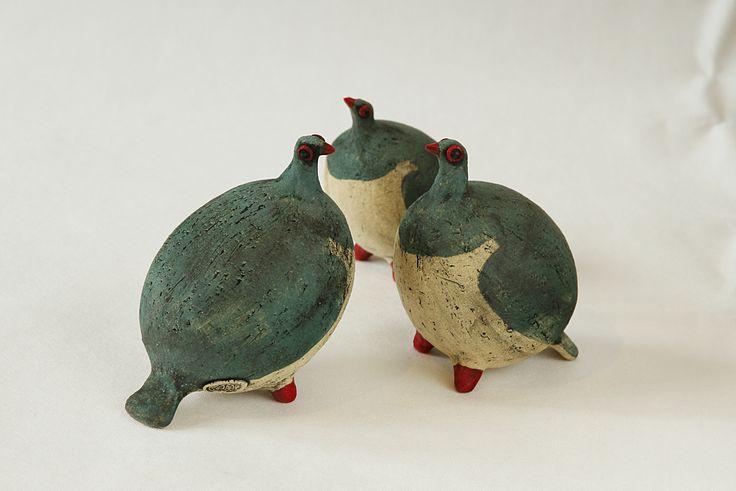 Kereru. Ceramic sculpture, handbuilt