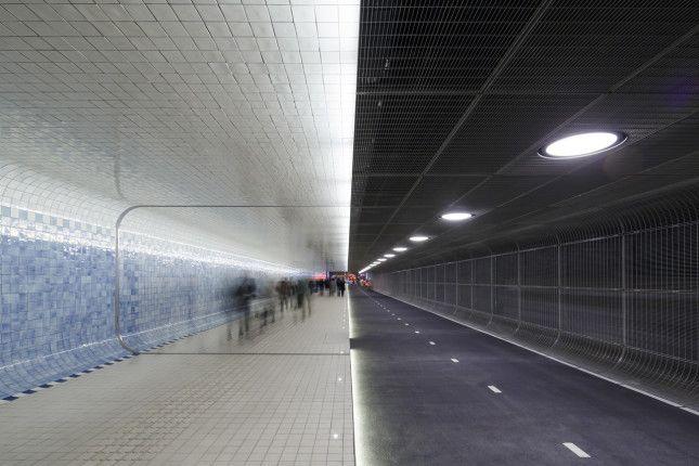 Cuyperspassage: un tunnel di 110mt ad Amsterdam, per ciclisti e pedoni. http://www.organiconcrete.com/2016/02/26/cuyperspassage-un-tunnel-di-110mt-ad-amsterdam-per-ciclisti-e-pedoni/