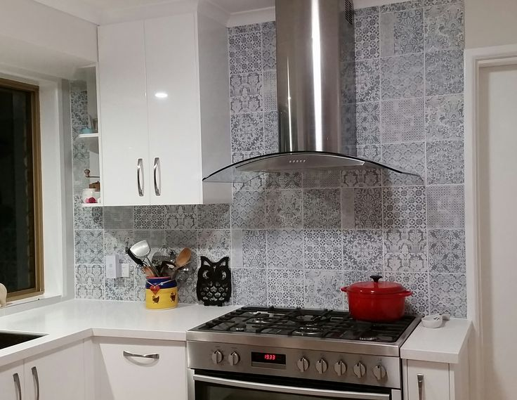 Take a look at one of our clients awesome Kitchen Reno with these beautiful tiles! #lachicocean #targetunica #lachic #targetstudio #kitchensplashback #feature #tiles