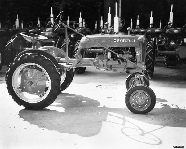 f0ba2e4ee265785e84181f0b1b5b1170 old tractors history pics 289 best intl farmall cub & cub lo boy images on pinterest Ford Tractor Wiring Harness Diagram at webbmarketing.co