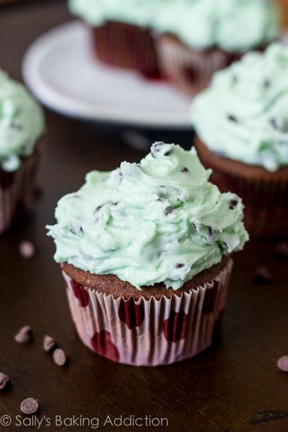 Chocolate Cupcakes with Mint Chocolate Chip Frosting. - Sallys Baking Addiction: Mint Chocolate Chips, Chocolate Cupcakes, Sally Baking Addiction, Chocolate Chip Frosting, Chocolates Chips Frostings, Mint Chocolates Chips, Chocolates Cupcakes, Chips Cupcakes, Cupcakes Recipes
