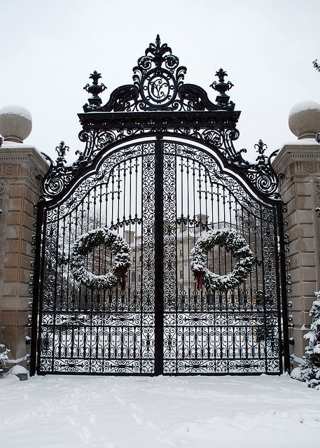 Breakers in Rhode Island: Newport Rhode Islands, Mansions Gates, The Breakers, Breakers Mansions, Breakers Newport, Vintage Photo, Irons Gates, Newport Mansions Christmas, Mansions Entrance
