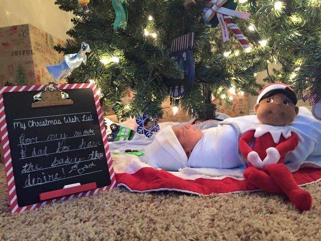 Veja a reação fofa dessas garotinhas ao encontrar novo irmão embaixo da árvore de Natal