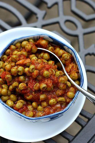 Mpizeli/Arakas Kokinisto (Greek Peas in Tomato Sauce)