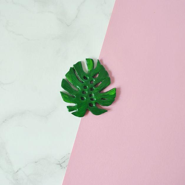 Brooches – Monstera leaf brooch – a unique product by Svetlana-Yukalchuk on DaWanda
