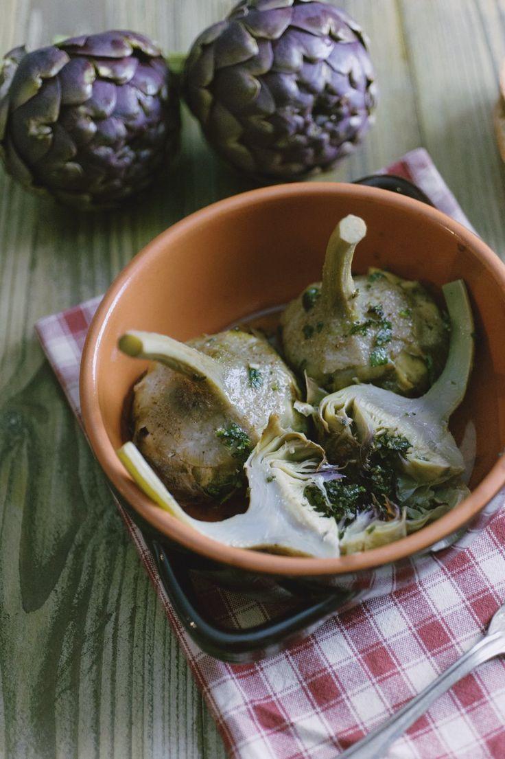 Da quando ho assaggiato i carciofi alla romana non posso fare più a meno di questo piatto: semplice, saporito, per conquistare i tuoi ospiti!