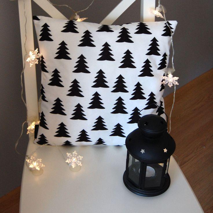 Najpopularniejszy skandynawski wzór - biało czarne choinki!  Do kupienia tutaj: http://www.vinnst.pl/pr6350-poduszka-choinki-na-sniegu-642.html