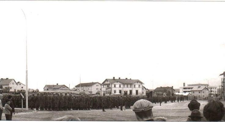https://upload.wikimedia.org/wikipedia/commons/0/01/Saastamoisen_talo_paraati_1961.jpg?1487424947993
