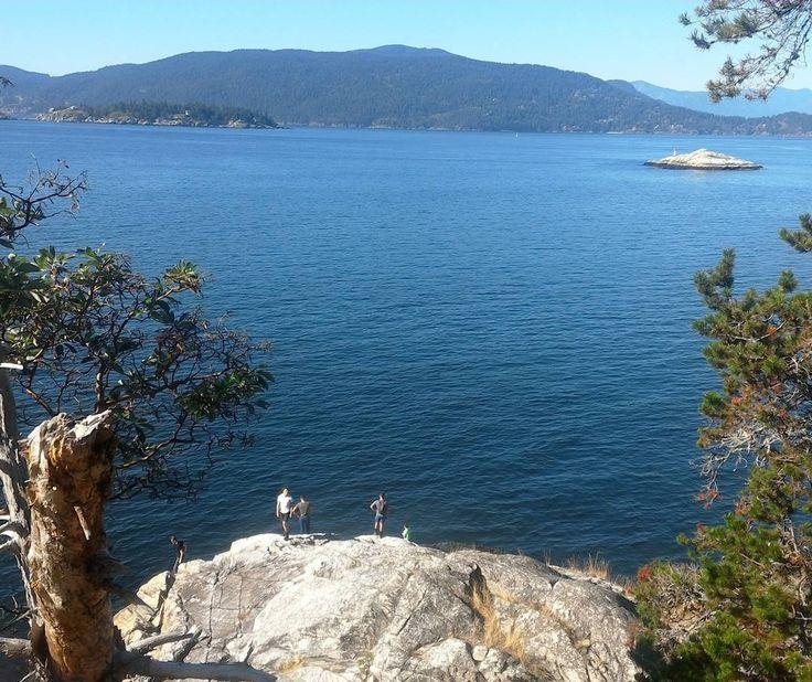 Taking in the views over Bowen Island today #samesunvan #vancouver #hiking #bcisbeautiful #activities #activebc #hostel #travel #backpackers #neverendingsummer #funada