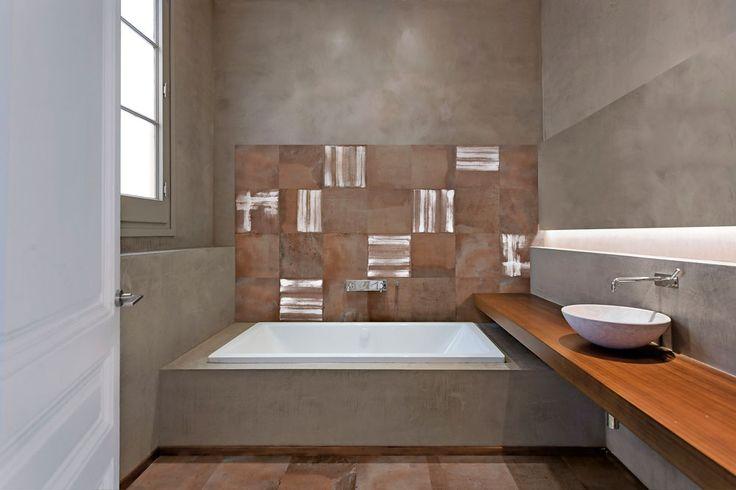 Acustico är en serie klinker och dekorer som även kan användas som väggkakel. De målade plattorna, från Konradssons, har en futurisktisk men samtidigt hållbar stil i behagliga naturfärger. De är frostsäkra och passar bra i badrum, men även kök och hallar. De kan även användas utomhus.