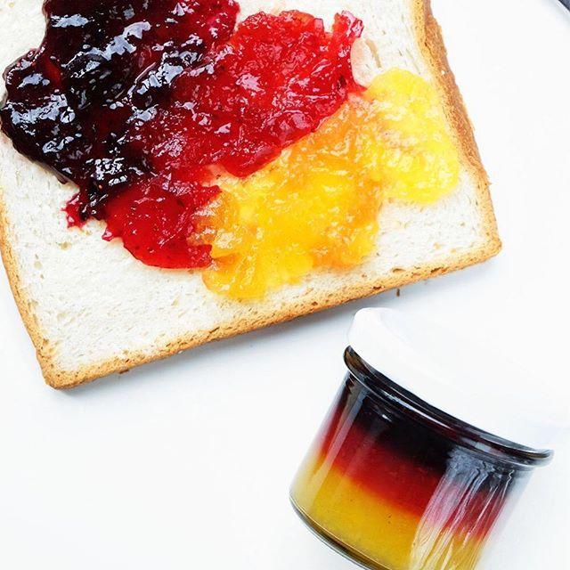 Das Rezept für die EM-Schichtmarmelade ist jetzt auf dem Blog online. Danke für Euren viiielen Kommentare gestern!  Die Deutschland-Flagge-Marmeladen-Idee ist jedoch nicht auf meinem Mist gewachsen. Hab ich selbst im I-Net gesehen