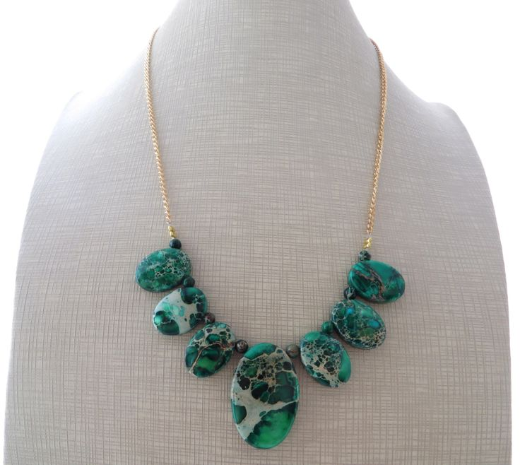 Green agate necklace, bib necklace, statement necklace, uk gemstone jewellery, italian jewelry, gift for her, stone choker, gioielli by Sofiasbijoux on Etsy https://www.etsy.com/listing/251268863/green-agate-necklace-bib-necklace