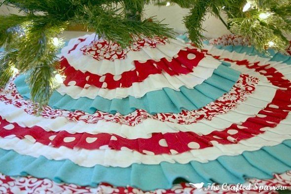 Turquoise and Red No-Sew Christmas Tree Skirt.: