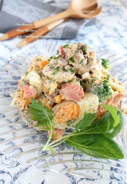 ゆで卵と焼き鮭にゴロゴロと具材を合わせた家族が喜ぶ満足サラダです。鮭や卵の良質なたんぱく質に、パセリたっぷりでビタミン補給、ヨーグルトを使用してマヨネーズを抑えてさっぱりと。