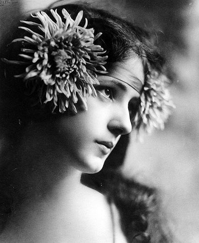 This photo of movie star Evelyn Nesbit by Rudolf Eickemeyer eventually became the face of Anne. Lucy Maud Montgomery cut out the picture of the flower girl and hung it on the wall of her room.
