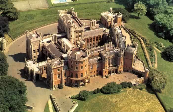 ✿ڿڰۣ(̆̃̃❤Aussiegirl #Castles Belvoir Castle, UK