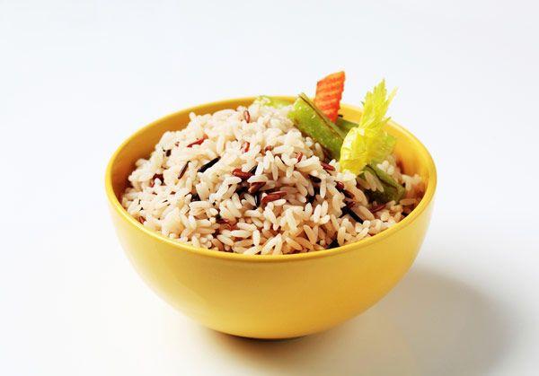 Σαλάτα με άγριο ρύζι και λαχανικά τραπεζι σε φιλους
